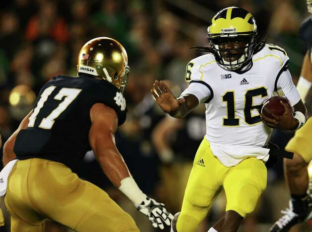 Quarterback Denard Robinson #16 of the Michigan Wolverines runs the ball against safety Zeke Motta #17 of the Notre Dame Fighting Irish in the first quarter at Notre Dame Stadium on September 22, 2012 in South Bend, Indiana.  (Photo by Jonathan Daniel/Getty Images) Photo: Jonathan Daniel, EN / 2012 Getty Images