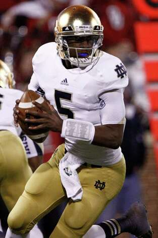 Notre Dame quarterback Everett Golson (5) looks to pass against Oklahoma during the second quarter of an NCAA college football game in Norman, Okla., Saturday, Oct. 27, 2012.  Notre Dame won 30-13.  (AP Photo/Alonzo Adams) Photo: Alonzo Adams, Associated Press / FR159426 AP