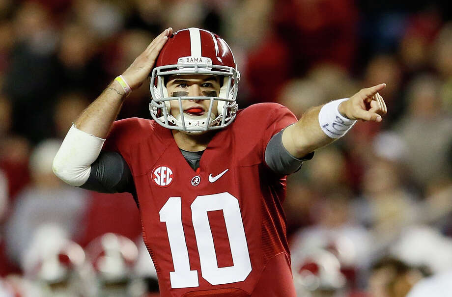 AJ McCarron #10 of the Alabama Crimson Tide talks to his offense against the Mississippi State Bulldogs at Bryant-Denny Stadium on October 27, 2012 in Tuscaloosa, Alabama.  (Photo by Kevin C. Cox/Getty Images) Photo: Kevin C. Cox, EN / 2012 Getty Images