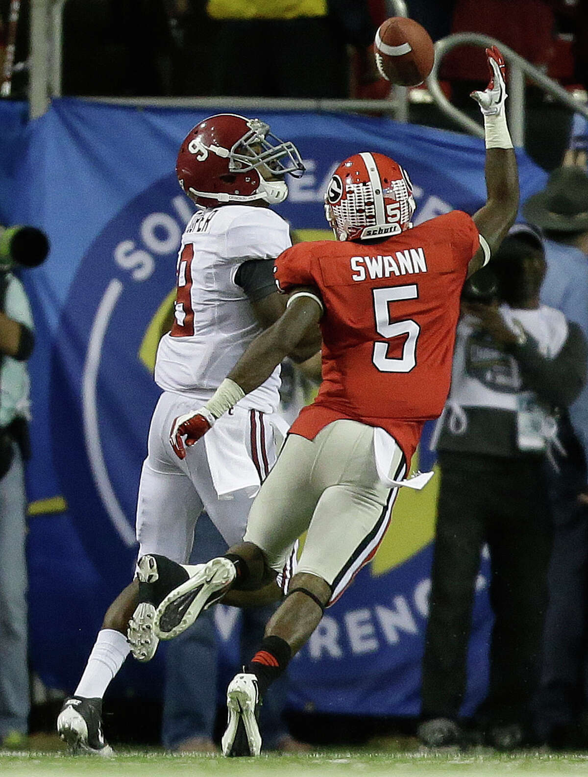Alabama wide receiver Amari Cooper (9) makes a touchdown catch as Georgia defensive back Damian Swann (5) defends during the second half of the Southeastern Conference championship NCAA college football game, Saturday, Dec. 1, 2012, in Atlanta. (AP Photo/David Goldman)
