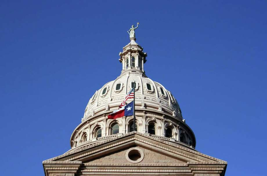 A nice clean shot of the Texas State Capitol Building in downtown Austin, Texas. Photo: Brandon Seidel / Copyright © 2006, Brandon Seidel.  All Rights Reserved.