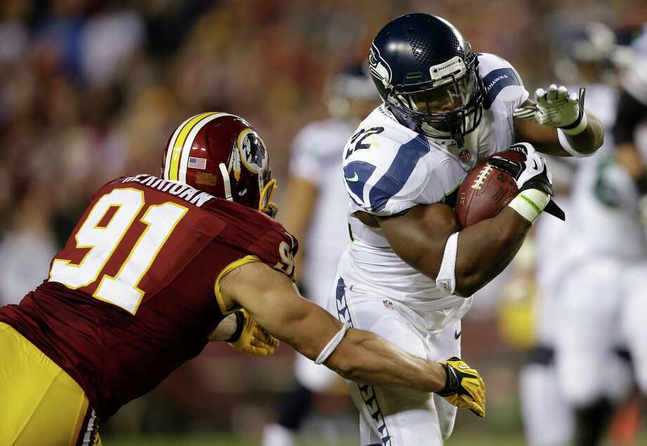 Washington Redskins outside linebacker Ryan Kerrigan closes in on Seattle Seahawks running back Robert Turbin during the second half of an NFL wild card playoff football game in Landover, Md., Sunday, Jan. 6, 2013. Photo: AP