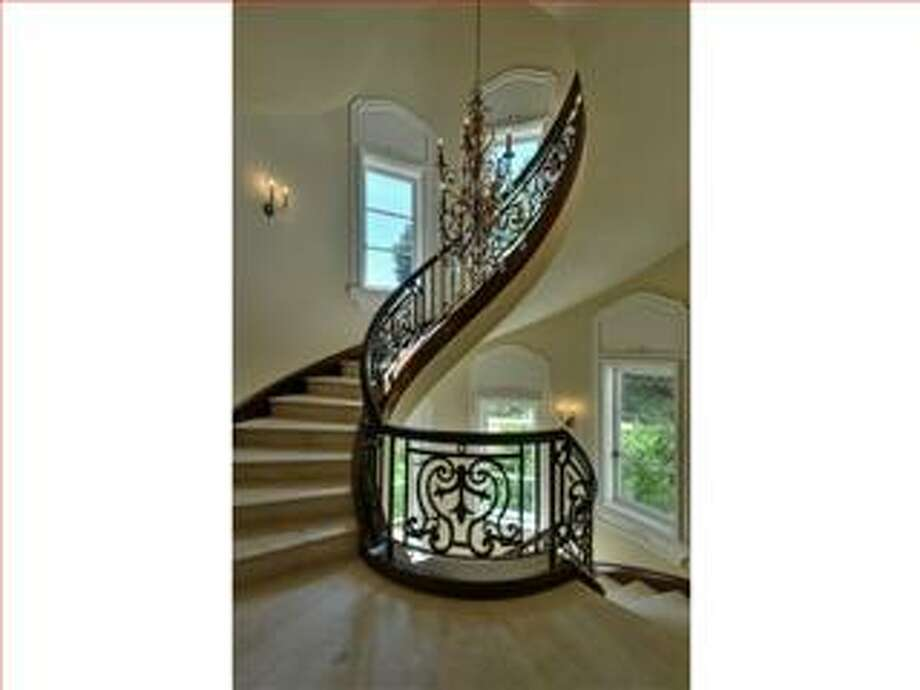 Staircase (Redfin.com)
