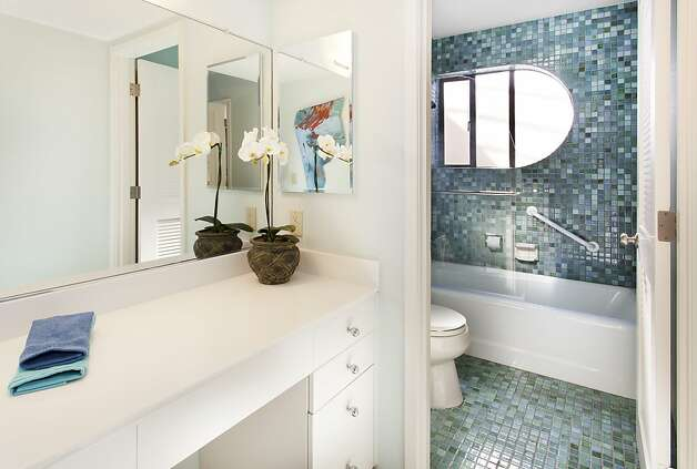 One of the home's 4.5 bathrooms. Photo: Steph Dewey, Reflex Imaging