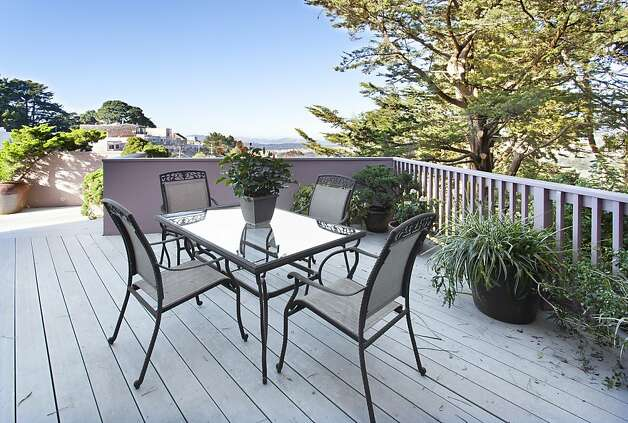 The exterior deck provides a space for entertaining or relaxing. Photo: Steph Dewey, Reflex Imaging