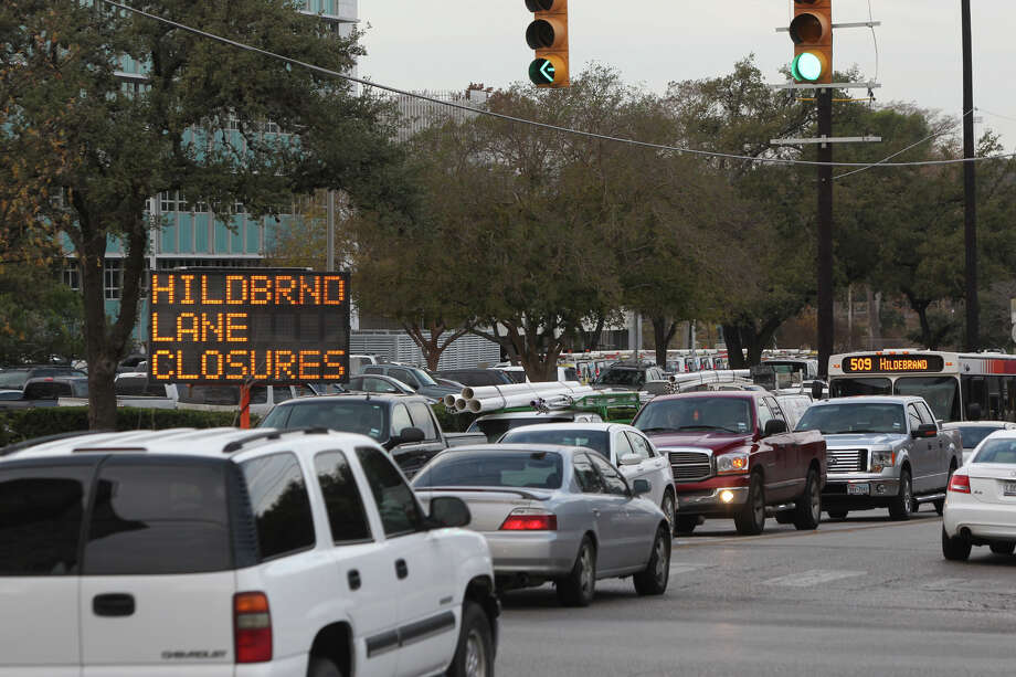 Traffic moves through the intersection of Hildebrand and Broadway. Hildebrand, between the San Antonio River and Broadway, will be closed for sewer work this weekend, to facilitate construction of the flood-control project in the area. Photo: JOHN DAVENPORT, San Antonio Express-News / ©San Antonio Express-News/ Photo may be sold to the public
