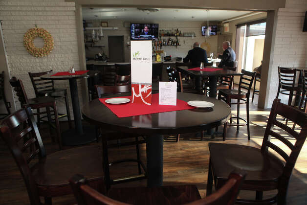 The newly designed dinning room and bar of Molto Bene in Ansonia on Monday, January 7, 2012. Photo: BK Angeletti, B.K. Angeletti / Connecticut Post freelance B.K. Angeletti
