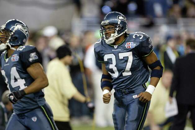 Star running back Shaun Alexander takes the field. Photo: Dan DeLong/seattlepi.com/MOHAI