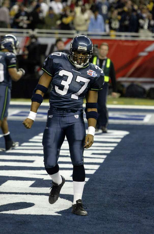 Star running back Shaun Alexander warms up. Photo: Mike Urban/seattlepi.com/MOHAI / Seattle Post-Intelligencer