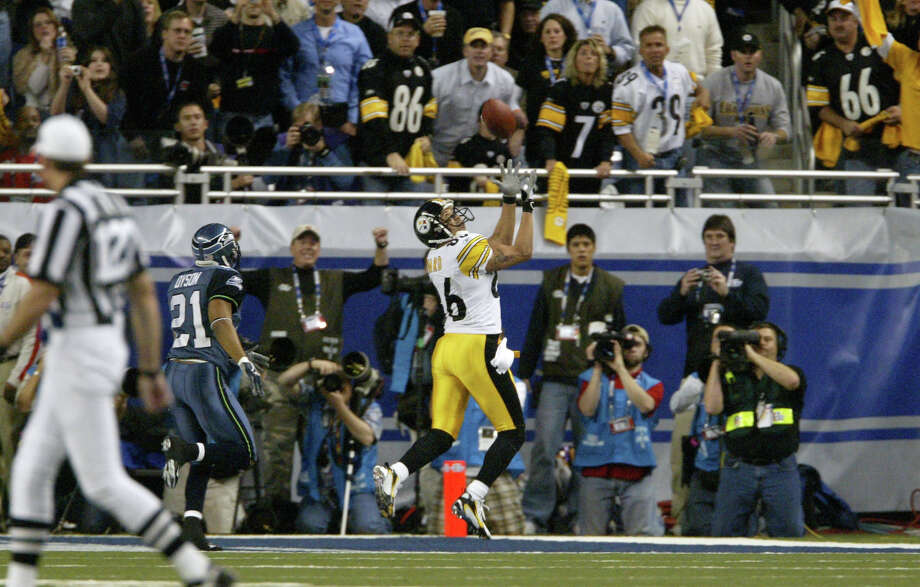 Hines Ward catches an option pass from Antwaan Randle El to give the Steelers a 21-10 lead in the fourth quarter. Photo: By Dan DeLong/seattlepi.com/MOHAI