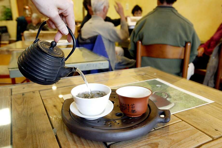 Tea specialist Jessica Batson pours a cup of Dragonwell Green Tea at Infusions Teahouse, 6988 McKinley St.  in Sebastopol, Calif. on Tuesday April 22, 2008.Photo by Katy Raddatz /  San Francisco Chronicle Photo: Katy Raddatz, SFC
