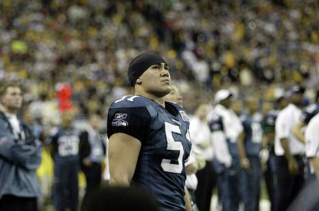 Linebacker Lofa Tatupu considers the situation. Photo: Dan DeLong/seattlepi.com File/MOHAI