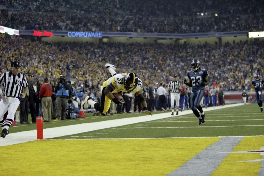 Willie Parker dives into the end zone at the end of his 75-yard scoring run.