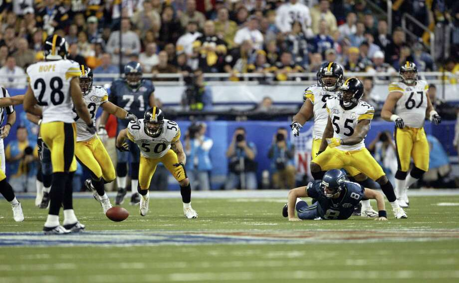 Hasselbeck loses the ball, but he was down on contact. Photo: Dan DeLong/seattlepi.com/MOHAI