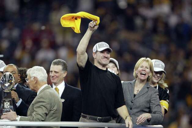 "Steelers coach Bill Cowher waves a ""Terrible Towel"" in celebration. Photo: Dan DeLong/seattlepi.com/MOHAI"