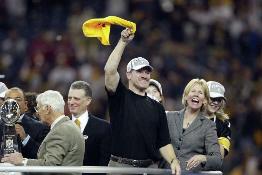 Steelers coach Bill Cowher waves a
