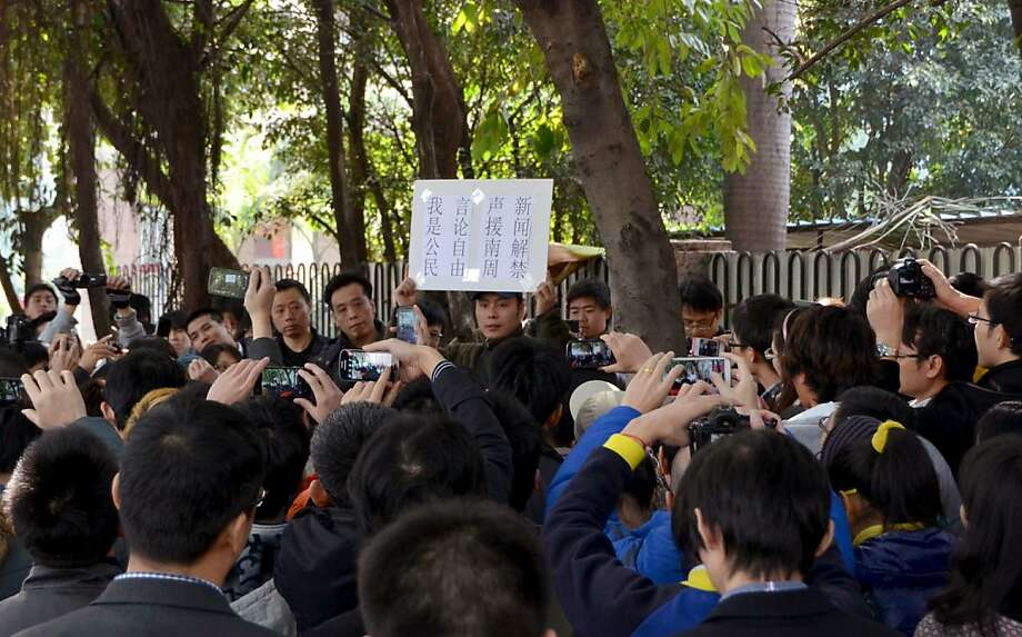A protester holds a banner calling for freedom of speech near the offices of Southern Weekly newspaper in Guangzhou, Guangdong province. A dispute over censorship has led to protests for reforms. Photo: Associated Press