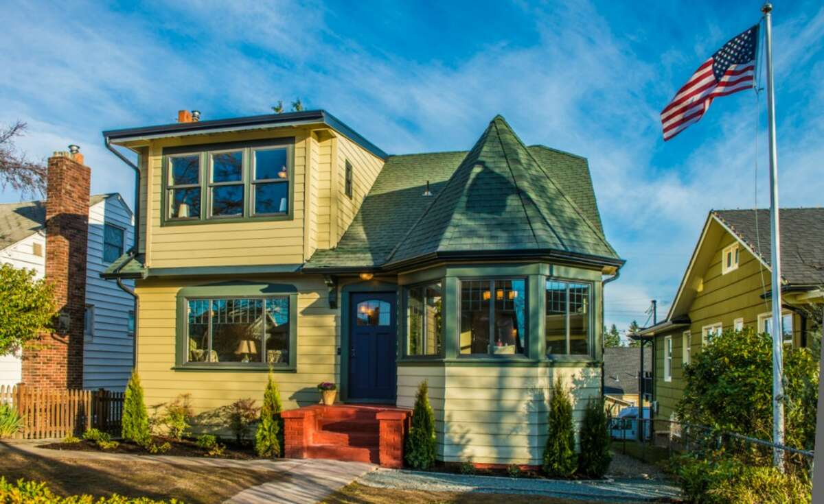 West Seattle's Fairmount Park neighborhood offers nice homes convenient to parks, West Seattle Junction and the West Seattle Bridge. Here are three houses listed there for less than $600,000, starting with the priciest, 5040 36th Ave. S.W. The 2,450-square-foot remodeled Tudor, built in 1928, has four bedrooms, 1.75 bathrooms, coved ceilings, a new kitchen and a rec room on a 4,800-square-foot lot. It's listed for $585,000.
