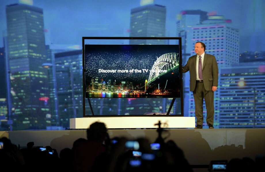 Joe Stinziano, executive vice president of Samsung Electronics America, introduces new Samsung products Monday. Photo: JOE KLAMAR, AFP/Getty Images / AFP