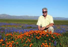 "CORRECTS SPELLING OF NAME TO HUELL NOT HULL FILE- In this March 31, 2005, file photo provided by the Howser production company via KCET, television host Huell Howser poses for a photo at the Antelope Valley California Poppy Reserve in Lancster, Calif. Howser, the homespun host of public television's popular ""California's Gold"" travelogues, has died at age 67. Howser died at his home Sunday, Jan. 6, 2013, from natural causes, said Ayn Allen, corporate communications manager for KCET. (AP Photo/KCET, Howser Production Company)"