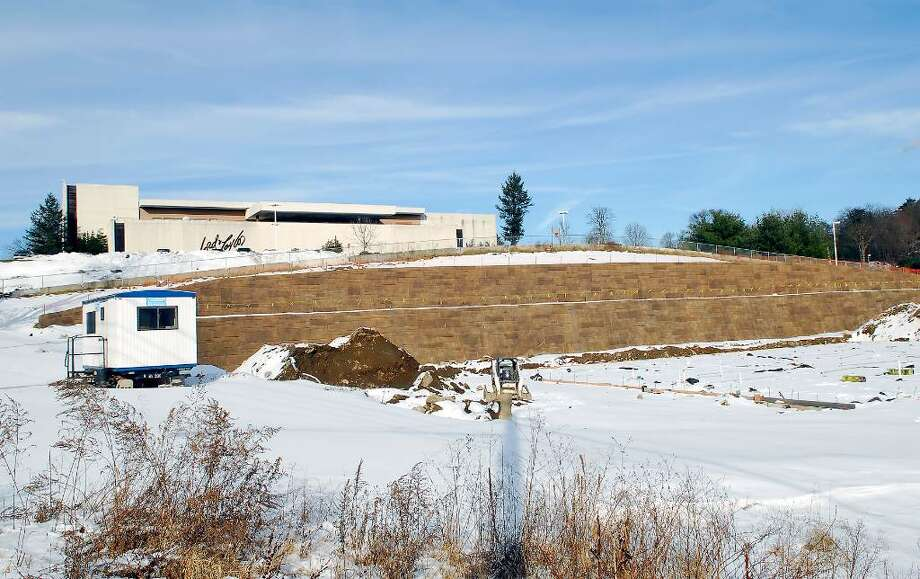 The retaining wall on CVS/Pharmacy porperty in the Bulls Head section of Stamford. Photo: Bob Luckey / Stamford Advocate