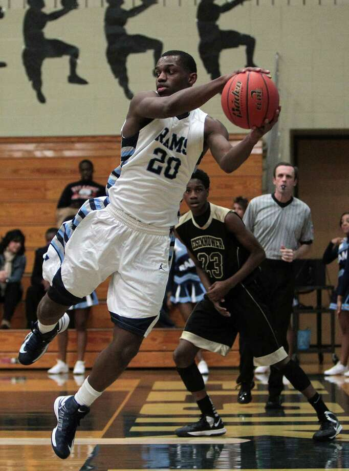 Elsik's Da'Shawn Robinson scored 17 points in the Rams' 85-63 win over Eisenhower to open district play. Photo: James Nielsen, Staff / © Houston Chronicle 2012