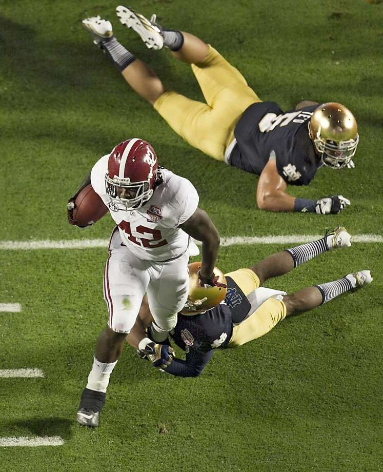 Alabama running back Eddie Lacy gets past Notre Dame cornerback KeiVarae Russell (6) and linebacker Manti Te'o (5) on an early 20-yard touchdown run. Photo: Allen Eyestone, McClatchy-Tribune News Service