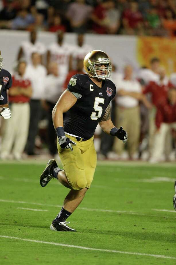 Notre Dame linebacker Manti Te'o (5) works against Alabama during the second half of the BCS National Championship college football game Monday, Jan. 7, 2013, in Miami. (AP Photo/Chris O'Meara) Photo: Chris O'Meara, Associated Press / AP