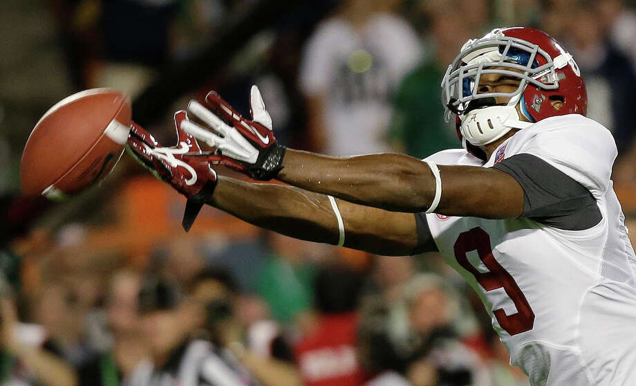 Alabama wide receiver Amari Cooper can't quite come up with a reception during the first half of the BCS National Championship college football game against Notre Dame Monday, Jan. 7, 2013, in Miami. (AP Photo/David J. Phillip) Photo: David J. Phillip, STF / AP