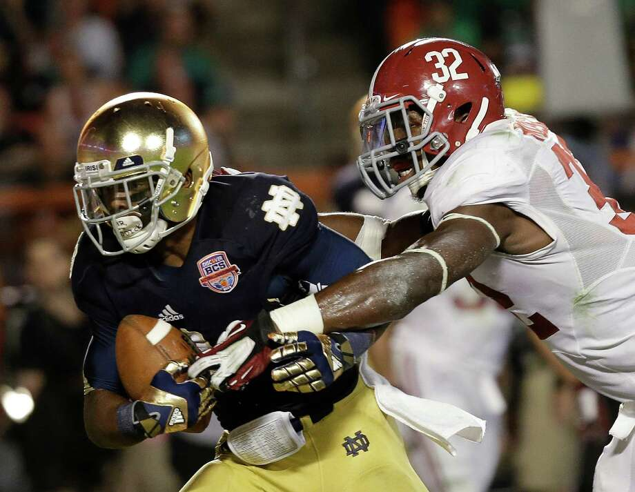 Notre Dame's Theo Riddick catches a touchdown pass in front of Alabama's C.J. Mosley (32)during the second half of the BCS National Championship college football game Monday, Jan. 7, 2013, in Miami. (AP Photo/David J. Phillip) Photo: David J. Phillip, Associated Press / AP