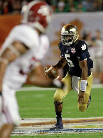Notre Dame quarterback Everett Golson runs during the first half of the BCS National Championship college football game against Alabama Monday, Jan. 7, 2013, in Miami. (AP Photo/Chris O'Meara) Photo: Chris O'Meara, Associated Press / AP