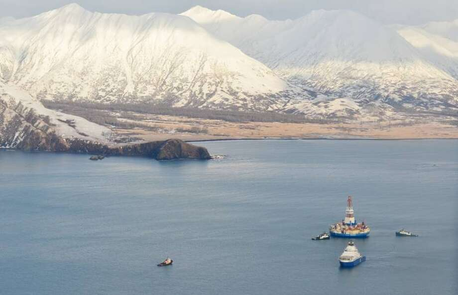 Vessels tow Shell s Kulluk drilling rig on Monday, Jan. 7, 2013 after freeing it from Alaska s Sitkalidak Island, Photo: James Brooks