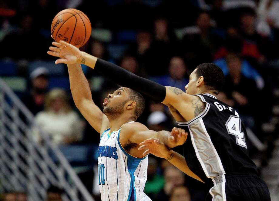 Spurs guard Danny Green (4) reaches over New Orleans Hornets guard Eric Gordon (10) in the second half  in New Orleans, Monday, Jan. 7, 2013. The Hornets defeated the Spurs 95-88. Photo: Bill Haber, Associated Press / FR170136 AP