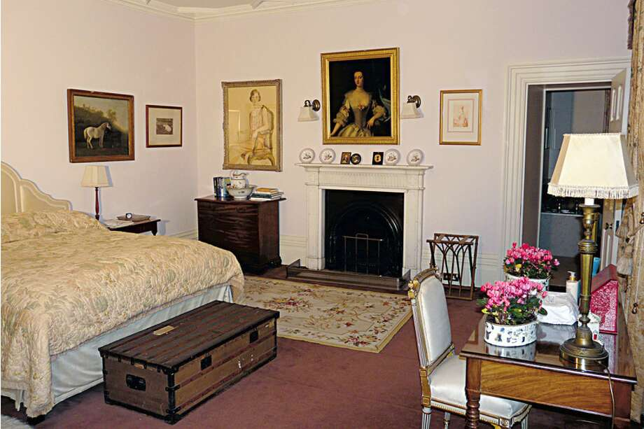 Another bedroom. (http://www.highclerecastle.co.uk)