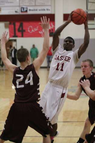 Malik Smith goes strong to the bucket against Hudson. Photo: Jason Dunn