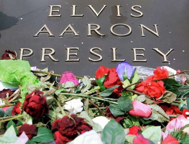 The grave of Elvis Presley is covered with flowers on the grounds of Graceland in Memphis, Tenn., on the 30th anniversary of his death Thursday, Aug. 16, 2007. (AP Photo/Mark Humphrey) Photo: Mark Humphrey, STF / AP2007