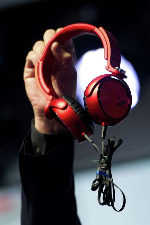 Phil Molyneux, president and chief operating officer of Sony Electronics Inc., holds up newly designed headphones. Photo: David Paul Morris, Bloomberg / © 2013 Bloomberg Finance LP