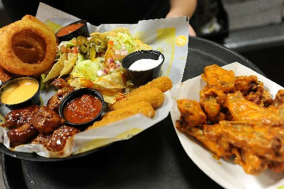 Buffalo wings, cheese sticks, onion rings, nachos and chicken tenders. Food is servered until closing every night. The restaurant closes its doors at midnight on Sunday through Wednesday and 2 a.m. Thursday through Saturday. Guiseppe Barranco/cat5