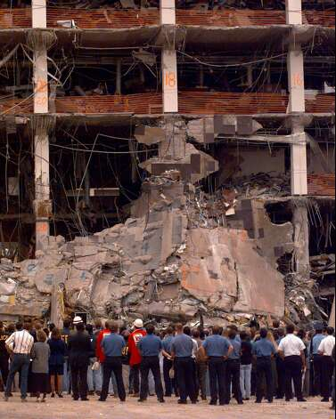 (1995) The Oklahoma City bombing. / AP1995