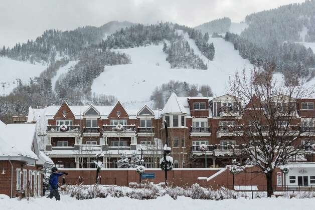 A skier strolls through downtown Aspen, Sunday, Dec. 9, 2012, in Aspen. Photo: Michael Paulsen, Houston Chronicle / © 2012 Houston Chronicle