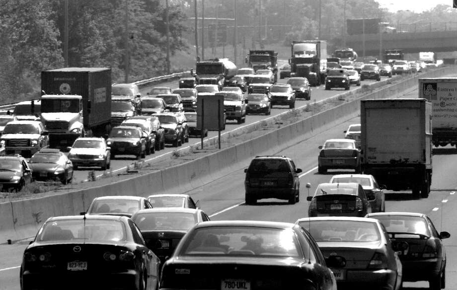 Does living near a crowded highway such as I-95 increase a child's chance of getting asthma? Researchers at the University of Southern California say it does. Photo: Christian Abraham, ST / Connecticut Post