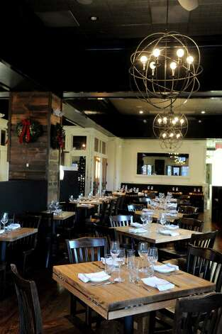 South End restaurant in New Canaan on Wednesday, December 19, 2012. Photo: Lindsay Niegelberg, Niegelberg / Stamford Advocate