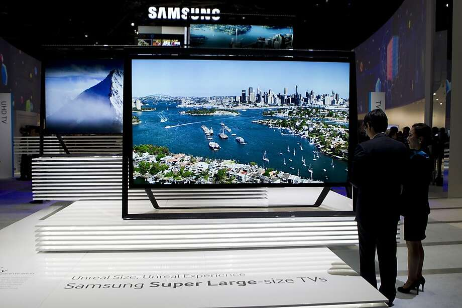 "Samsung Electronics Co. ultra HDTV ""Timeless Gallery"" televisions sit on display during the 2013 Consumer Electronics Show in Las Vegas, Nevada, U.S., on Tuesday, Jan. 8, 2013. Photo: Andrew Harrer, Bloomberg"