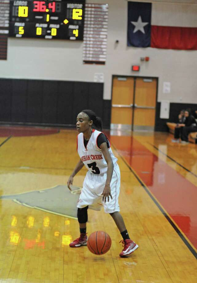 Langham Creek junior Mercedes Busby (3) is a returning starter, but in her first season as a full-time point guard for the Lobos. Photo: L. Scott Hainline, Freelance / Freelance