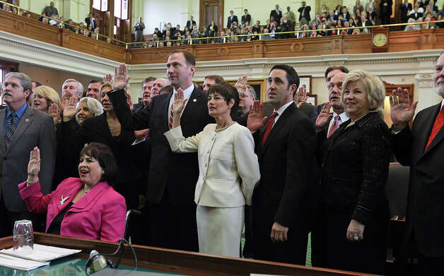 Recently elected senators, including Donna Campbell (center), take the oath of office during the opening of the 83rd Texas Legislature at the State Capitol in Austin, Tuesday, Jan. 8, 2013. Photo: Tom Reel, San Antonio Express-News / ©2012 San Antono Express-News