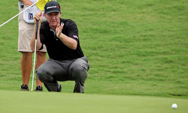 Jimmy Walker lines up his putt on No. 15 during the third round of the Valero Texas Open at the AT&T Oaks Course at TPC San Antonio on May 15, 2010. Photo: Tom Reel, San Antonio Express-News / © 2010 San Antonio Express-News
