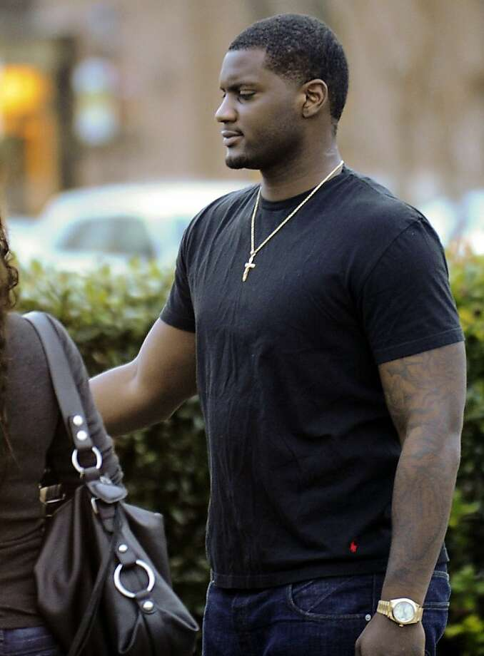 Rolando McClain, a linebacker for the Oakland Raiders and a former University of Alabama player, leaves the Decatur City Jail, Tuesday, Jan. 8, 2013, in Decatur, Ala. McClain has bonded out jail on charges stemming from a window tint violation and providing false information to police. (AP Photo/The Decatur Daily, Brennen Smith) Photo: Brennen G. Smith, Associated Press
