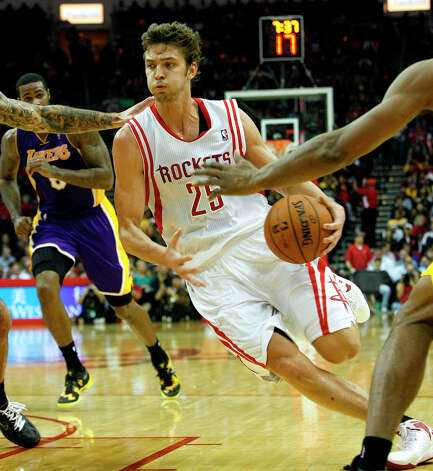 Rockets forward Chandler Parsons drives to the basket during the first quarter. Photo: Johnny Hanson / © 2012  Houston Chronicle
