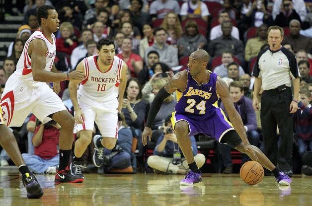 Los Angeles Lakers shooting guard Kobe Bryant examines the Rockets' defense during the first quarter. Photo: Johnny Hanson / © 2012  Houston Chronicle