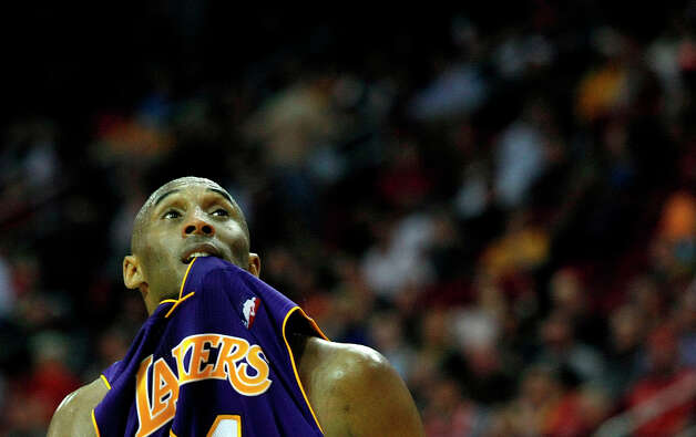 Lakers guard Kobe Bryant finished with 20 points and seven assists in a loss to the Rockets. Photo: Johnny Hanson / © 2012  Houston Chronicle